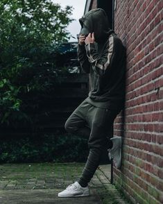 Photography poses for men – Portrait photography men – Men… – Men Styles Portrait Photography Men, Photography Poses For Men, Men Portrait, Fashion Night, Urban Fashion, Mens Fashion, Full Tracksuit, Look Man, Stylish Boys