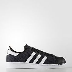 A fresh approach to a street-savvy icon, these shoes come with a distinctive two-tone single-layer mesh upper for breathability. Tonal 3-Stripes and the unmistakable rubber shell toe keep it true to the classic design.