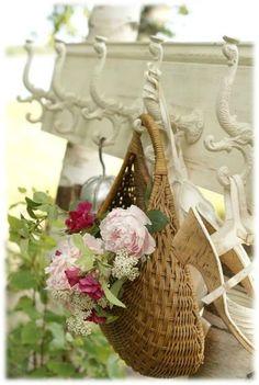 7a3ad1a40b1251c4a19f36a16e0a6882 Panier Rotin, Corbeille En Osier, Panier  De Fleurs, Paniers, Fleur Jardin 7bcb5fc0a83