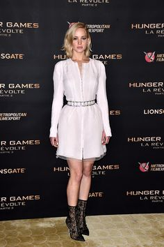 Jennifer Lawrence Stuns In Dior Haute Couture At 'Hunger Games' Photocall White Floor Length Dress, Floor Length Dresses, Le Style Jennifer Lawrence, Jannifer Lawrence, Happiness Therapy, Estilo Street, Dior Haute Couture, Casual Look, Casual Wear
