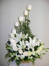 arranjos florais para igrejas com rosas 이미지 검색결과 De Flores Cabelo Curto Funeral Floral Arrangements, Large Flower Arrangements, Large Flowers, White Flowers, Beautiful Flowers, Altar Flowers, Church Flowers, Funeral Flowers, Ikebana