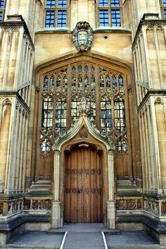 Bodleian Library - Medieval Architecture - Oxford, England--I'm going to go through these doors into a mystical land of books! Gothic Architecture, Beautiful Architecture, Beautiful Buildings, Architecture Details, Beautiful Places, Oxford England, London England, England Uk, Oh The Places You'll Go