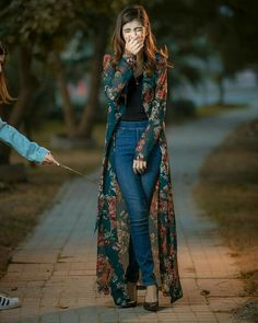 99 Perfect Kimono Outfits Ideas For 2019 When it comes to clothing it always somehow reflects the time and mood and even emotions of the wearer and […] Indian Fashion Dresses, Dress Indian Style, Indian Designer Outfits, Hijab Fashion, Fashion Outfits, Womens Fashion, Fashion Clothes, Kimono Fashion, New Designer Dresses