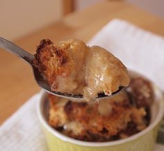 Baileys Bread Pudding with Whiskey Butter Sauce - Desserts - Brot Bread Pudding Sauce, Bread And Butter Pudding, Bread Puddings, Paula Dean Bread Pudding Recipe, Pudding Corn, Suet Pudding, Biscuit Pudding, Pudding Pies, Banana Pudding