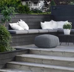 Decking Seating Area - Softwood, Hardwood, Composite Decking & Scaffolding Boards Are Discussed As We Inspire You To Make Your Outside Living Space An Extension Of Your Home. Corner Seating, Outdoor Seating Areas, Outdoor Rooms, Outdoor Living, Lounge Seating, Outside Seating Area, Wall Seating, Banquette Seating, Garden Seating Areas