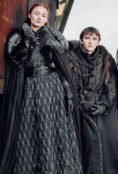 Pinning for reference on this dress!!!! Sansa & Bran Stark (GoT S7)