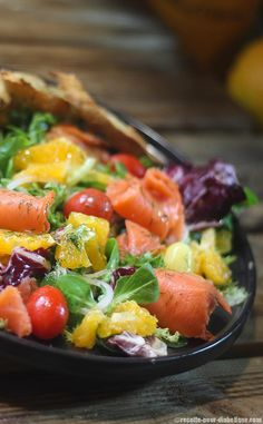 Salade Fraîcheur au Saumon et Agrumes - Ideas (i will organize this once school is over) - Salade Quinoa Salad Recipes, Salad Dressing Recipes, Easy Salads, Healthy Salad Recipes, What Is Quinoa, How To Cook Quinoa, Caesar Salat, Caprese Salat, Easy Dinner Recipes