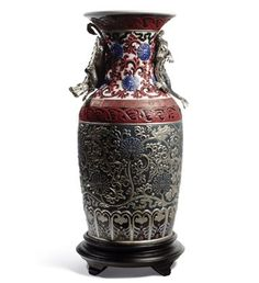 01001955 ORIENTAL VASE (BLUE) Issue Year: 2012 Sculptor: Dpto. Ornamentación Size: 54x26 cm Base included Limited Edition 250 pieces
