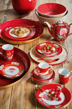 Buy PiP Studio Blushing Birds Footed Cake Stand, Red from our Cake Stands range at John Lewis & Partners. Free Delivery on orders over Pip Studio, Breakfast Plate, Bird Cakes, Cappuccino Cups, Porcelain Mugs, Cooking Gadgets, Side Plates, Carnival Glass, High Tea