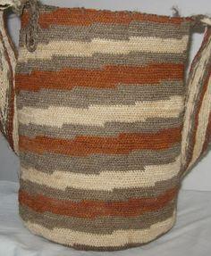 Comunidad Arhuaca - Arhuaco people - Pueblo Iku - * Tapestry Crochet, Easy Crochet Patterns, Stitch, Knitting, Diana, Dolls, Crochet Hand Purse, Loom Band Bracelets, Horse Shoes