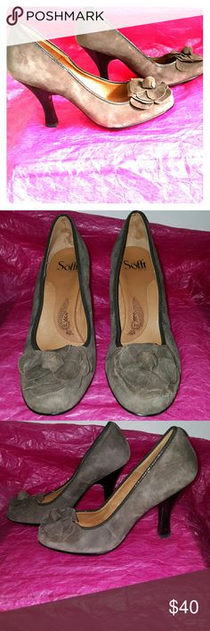 """Sofft size 9 suede heels flower 3 3/4"""" stacked heel. Rubber sole. Padded footbed. Pretty flower at the vamp. Soft suede upper. Dark patent trim. Worn once. Sofft Shoes Heels"""
