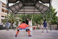 Cuando el amor juega al fútbol. Love playing football. Wedding photography. Fotos de Boda.