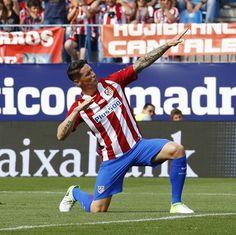 """103.7 mil Me gusta, 215 comentarios - Atlético de Madrid (@atleticodemadrid) en Instagram: """"¡Marcó @FernandoTorres, vibró el Calderón!  ⚪ #FinaldeLeyenda - Sur le but de @FernandoTorres,…"""""""