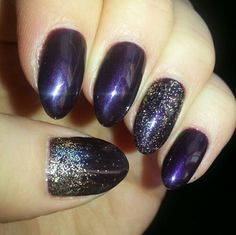 Plum Paisley CND Shellac with gold glitter #REALNAILS #naturalnails