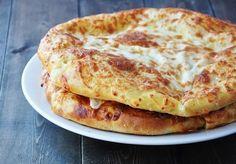 Мегрельские хачапури — национальное грузинское мучное изделие, которое представляет собой лепешку с сыром. Но не так все просто, очень важно сделать пышное и правильное тесто и настоящий сыр сулугуни.