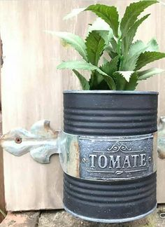 Clay Mold Appliques for Tin Can Planters: A Vintage Craft - Unique Balcony & Garden Decoration and Easy DIY Ideas Aluminum Foil Crafts, Aluminum Cans, Vintage Planters, Diy Planters, Painted Tin Cans, Recycled Jars, Tin Can Crafts, Free To Use Images, Country Crafts