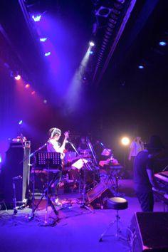 【Fromスタッフ】 昨夜の名古屋公演にお越しくださったみなさま、ありがとうございました! 土岐麻子初ライブという方が思いの外たくさんでびっくり&感激でした。 ライブ冒頭に思わぬハプニングもありましたが、おかげでお客さんとの距離がグッと縮まりました☺︎  また、みなさんに会えますように!  写真は昨日のライブの様子と、お昼に名古屋出身のシュンスケさん、弓木パイセン&玉ちゃんと出かけたご当地グルメ スガキヤ。