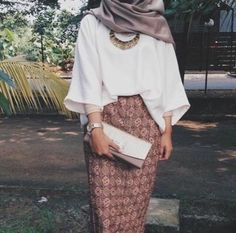 Beautiful hijab outfit, love the color combination natural warm, and I want that skirt! Islamic Fashion, Muslim Fashion, Modest Fashion, Trendy Fashion, Fashion Outfits, Formal Fashion, Style Fashion, Fashion Wear, Fashion Photo