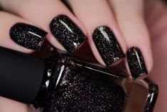 Having the ideal nails is an absolute necessity. It's mid-year however that doesn't mean you need to dependably wear brilliant hues, particularly on your nails. Plum Nails, Black Nails With Glitter, Black Acrylic Nails, Black Coffin Nails, Dry Nails, Silver Nails, Black Manicure, Black Nail Designs, Pretty Nail Designs