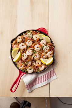Spanish Noodles with Shrimp and Peas Enjoy this simple and delicious Spanish inspired pasta dish. Fideos (pasta) and shrimp make for a simple and healthy dish that you can enjoy any day of the week Shrimp Recipes Easy, Pea Recipes, Seafood Recipes, Dinner Recipes, Cooking Recipes, Dinner Ideas, Meal Ideas, Food Ideas, Soup Recipes