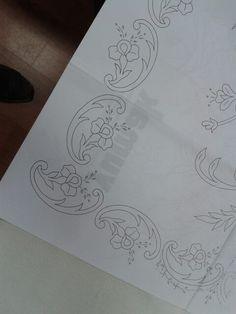 Border Embroidery Designs, Embroidery Flowers Pattern, Embroidered Flowers, Tambour Embroidery, Embroidery Stitches, Magam Work Designs, Motifs Perler, Wood Carving Designs, Pencil Design