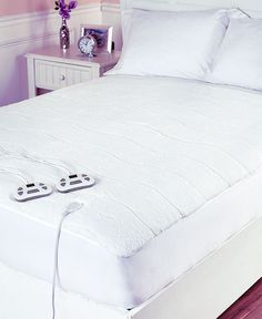 This Serta Sherpa Heated Mattress Pad comes with a remote control that ensures comfortable sleeping conditions each night. The timer function can be set to anything from 30 minutes to 12 hours. The backlit display allows for nighttime adjustments, then a Bedding Sets Online, King Bedding Sets, Queen Size Bedding, Heated Mattress Pad, Best Mattress, Beige Bed Linen, King Sheets, Bed Sheets, Living Room