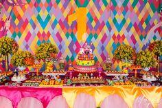 Meu Dia D Mãe- Festa 1 ano Tema Carnaval Decoração colorida (4)