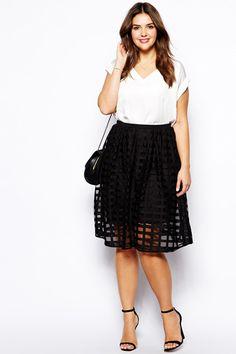 saia preta vazada linda  http://pamellasantos.com/2015/10/o-look-mais-repinado-meu-pinterest-look-plus-size-para-o-verao/
