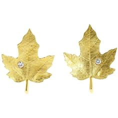 Preowned Tiffany & Co. Diamond Gold Textured Maple Leaf Earrings ($2,155) ❤ liked on Polyvore featuring jewelry, earrings, multiple, gold earrings, 18k yellow gold earrings, diamond clip on earrings, clip earrings and gold clip on earrings