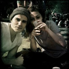 Paul Wesley (Stefan) and Phoebe Tonkin (Hayley) behind the scenes of The Vampire Diaries. Paul Wesley Phoebe Tonkin, Paul And Phoebe, Famous Couples, Couples In Love, Celebrity Couples, Celebrity Photos, Hollywood Couples, Show Me Pictures, The Salvatore Brothers