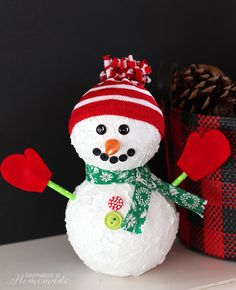 Easy Christmas Snowman Holiday Decoration Craft - made from Styrofoam balls! sponsored by #MakeItFunCrafts