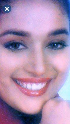 Indian Bollywood, Bollywood Actress, Madhuri Dixit Hot, Rani Mukerji, Perfect Teeth, India Beauty, Stylish Girl, Old Pictures, Close Up