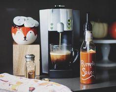 Verismo recipe for a Pumpkin Spice Latte: 2 pumps Starbucks Pumpkin Sauce, 1 espresso pod, 1 milk pod, whipped cream, top with a sprinkle of cinnamon or pumpkin pie spice. - ce que le verismo recette pour une citrouille spice latte : 2 pompes Starbucks sauce de citrouille, 1 espresso pod, 1 gousses de lait, la crème fouettée, top avec une pincée de cannelle ou de la tarte à la citrouille spice.