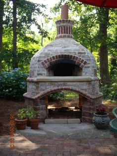 Four à pizza bois : Beehive (round) Brick oven in Greensboro NC Forno Bravo Forum: The Wood-Fired Oven Community Brick Oven Outdoor, Pizza Oven Outdoor, Brick Oven Pizza, Pizza Oven Fireplace, Brick Grill, Bread Oven, Four A Pizza, Diy Fireplace, Fireplace Outdoor