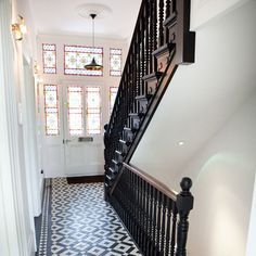 Discover hallway design ideas on HOUSE - design, food and travel by House & Garden. Make your hallway a stylish room of its own with these design ideas. Edwardian Staircase, Edwardian Hallway, Tiled Hallway, Hallway Flooring, Modern Victorian Homes, Victorian Tiles, Victorian House, Luxury Staircase, Hallway Designs