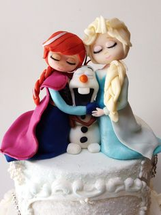 Frozen cake. Fondant Anna, Olaf and Elsa follow me on Facebook and Instagram :)   by Isabella's sweet tooth (johanna)