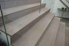 Betonnen trappen bekleden - Natuursteen | Website Gobulex - Betonnen trappen bekleden - Zelfdragende trappen - Draaitrappen - Natuursteen - Marmermozaïek - Granito