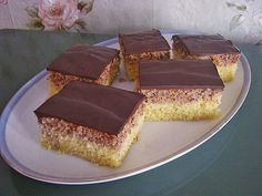 Haselnuss - Schnitten, ein beliebtes Rezept aus der Kategorie Kuchen. Bewertungen: 246. Durchschnitt: Ø 4,6.