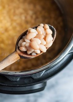 No need to soak your beans! You can make a fresh pot of chickpeas, black beans, navy beans, or white beans in the Instant Pot in about an hour. This guide has everything you need to know for cooking tender beans every time. Stovetop Pressure Cooker, Power Pressure Cooker, Pressure Cooker Recipes, Pressure Cooking, Instant Pot Veggies, Power Cooker Recipes, How To Soak Beans, Simply Recipes, Food Science