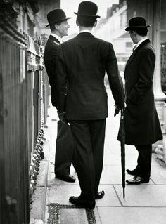 Norman Parkinson: Style Icons - The Eye of Photography Magazine Gents Fashion, Fashion Mode, Mod Fashion, Vintage Fashion, Fifties Fashion, Sharp Dressed Man, Well Dressed, Vintage Vogue, Retro Vintage