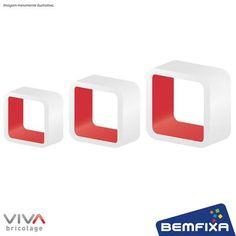 Kit com 3 Cubos Brancos e Vermelhos em MDF de tamanhos diferentes e bordas arredondadas, para você deixar o ambiente com seu estilo.