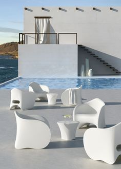 Learn more about the products by Plust Collection: designer pots , furnishings, indoor and outdoor lighting. Pool Furniture, Modern Outdoor Furniture, Funky Furniture, Contemporary Furniture, Furniture Design, European Furniture, Table Furniture, Furniture Ideas, Chaise Longue Design