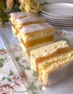 szarlotka z kremem Polish Desserts, Polish Recipes, Sweet Recipes, Cake Recipes, Dessert Recipes, Holiday Desserts, Fun Desserts, Polish Cake Recipe, Baked Doughnuts