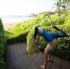 Yoga  Handstand  Instagram @upsidedownmama