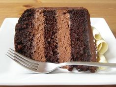 Double Chocolate Mousse Layer Cake w/White Chocolate Curls (vegan (white chocolate curls) Vegan Treats, Vegan Desserts, Just Desserts, Delicious Desserts, Yummy Food, Sweet Recipes, Cake Recipes, Dessert Recipes, Chocolate Mousse Cake