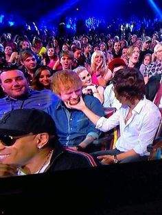 Holy crap! Ed, Harry, Perrie, Zayn, Jade, and then R5 in the background. No. Nope. I just. No.