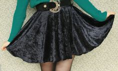 Circle Skirt! she uses velvet but i'm gonna  use something lighter for summer! :D