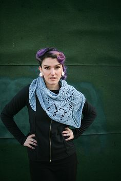 Ravelry: Common Bean pattern by Caitlin ffrench.love the rockabilly hair too! Crochet Shawls And Wraps, Knitted Shawls, Knit Scarves, Scarfs, Knitting Patterns Free, Free Knitting, Free Pattern, Knitting Ideas, Knitting Projects