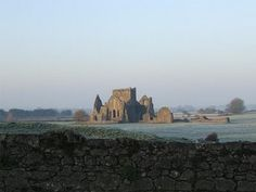 Not so far from the Rock of Cashel (5 to 10 minutes walk) you can see the ruins of Hore Abbey.