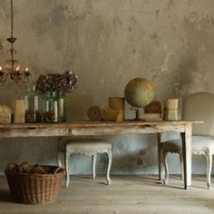 Gorgeous wall and vintage furniture and objects.